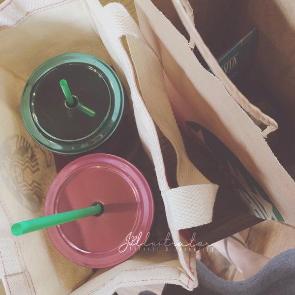 Photo taken at Starbucks by Júllustrator on 3/6/2017