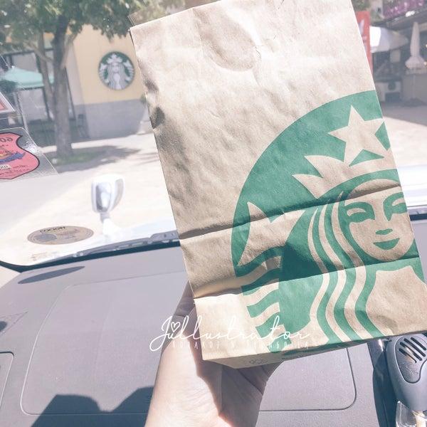 Photo taken at Starbucks by Júllustrator on 6/19/2017