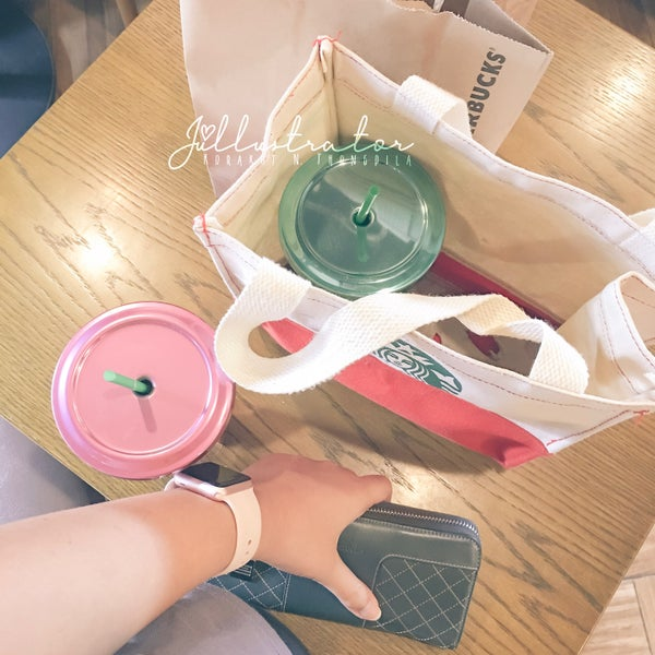 Photo taken at Starbucks by Júllustrator on 8/21/2017