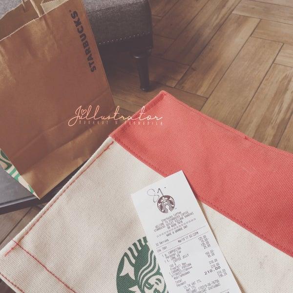 Photo taken at Starbucks by Júllustrator on 3/19/2017