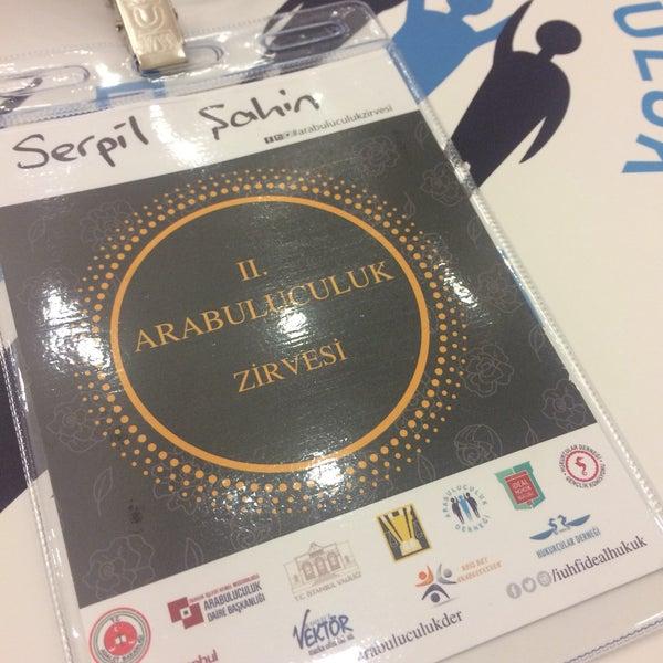 รูปภาพถ่ายที่ İstanbul Üniversitesi Kongre Kültür Merkezi โดย Serpil Ş. เมื่อ 12/4/2017