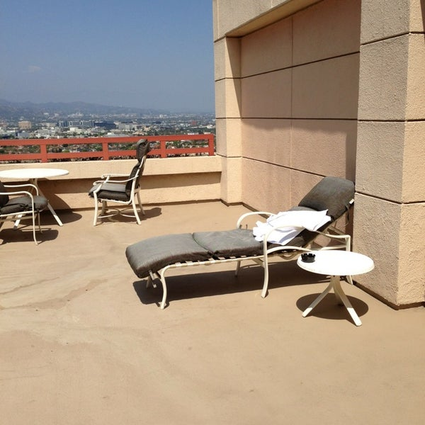 Nothing exceptional about the place even if it is more than ok. Ask rooms with a terrace. They have beautiful ones where you can get sun bathes without leaving the comfort of your room.