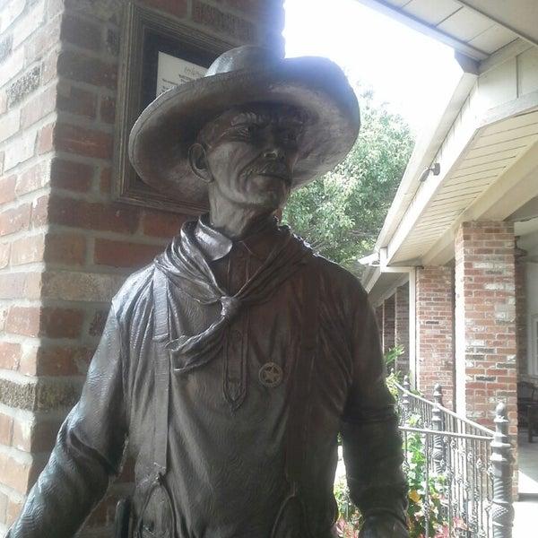 Foto tomada en Taste of Texas por Felicia C. el 6/24/2013