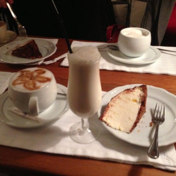 Снимок сделан в Cafeletto пользователем Anton C. 4/26/2013