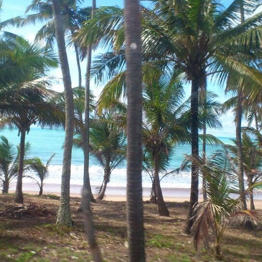 Foto tirada no(a) Praia Mirante da Sereia por Drica V. em 4/29/2013