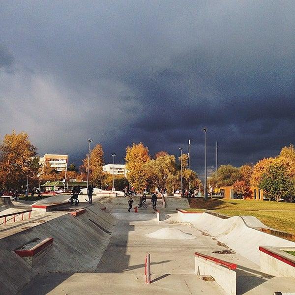 Das Foto wurde bei Скейт-парк «Садовники» von Robert S. am 9/30/2014 aufgenommen