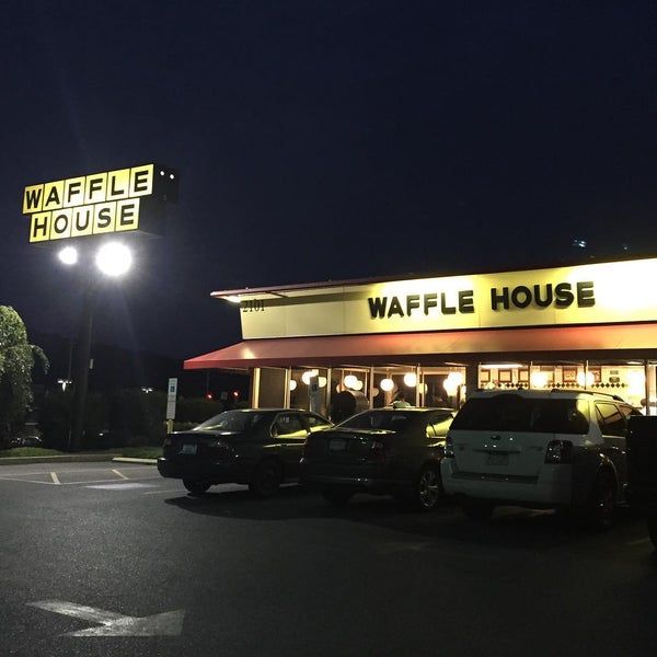 Photo taken at Waffle House by Dan F. on 7/27/2015