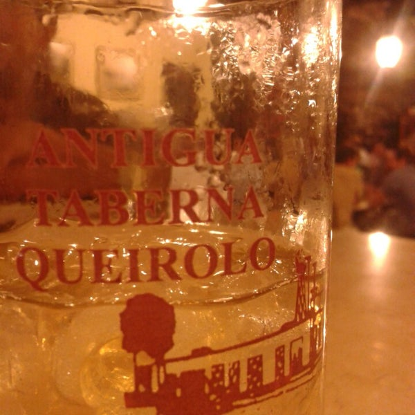 Foto tomada en Antigua Taberna Queirolo por Enrique S. el 3/29/2014