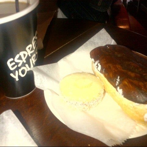10/5/2012 tarihinde Michael M.ziyaretçi tarafından Argentina Bakery'de çekilen fotoğraf