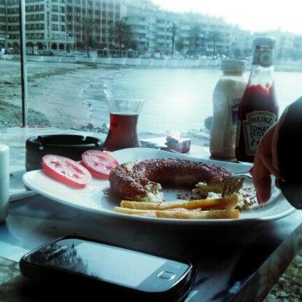 1/29/2013 tarihinde Beste T.ziyaretçi tarafından Cafe Marin'de çekilen fotoğraf