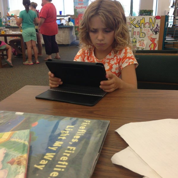 Photo taken at Chicago Ridge Public Library by Jennifer R. on 7/17/2013