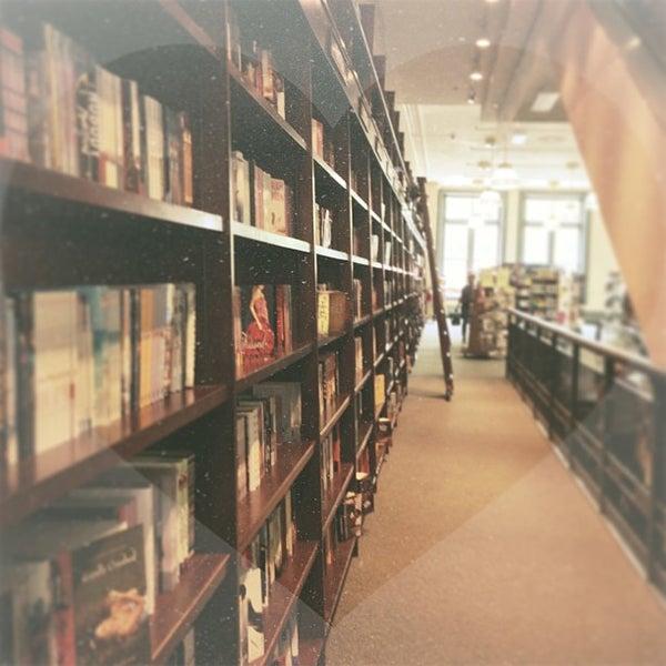 Foto tomada en Barnes & Noble por Shannon Y. el 5/10/2013