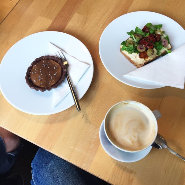 Great coffee, vegan food! Try caramel cup, pumpkin-carrotcake or avobread with DRS tomatoes!