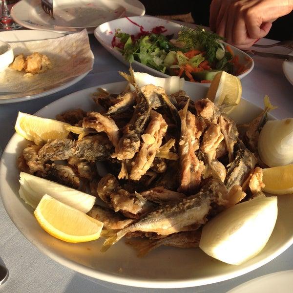 4/21/2013 tarihinde TC Suna C.ziyaretçi tarafından Çapari Restaurant'de çekilen fotoğraf
