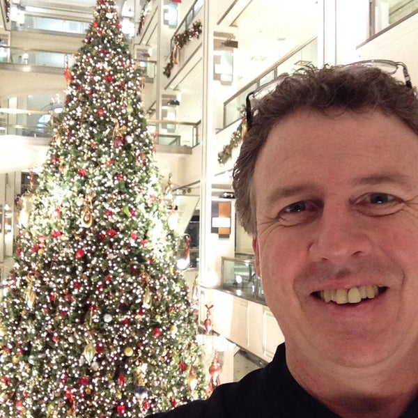 Photo taken at 900 North Michigan Shops by Matt B. on 12/27/2014