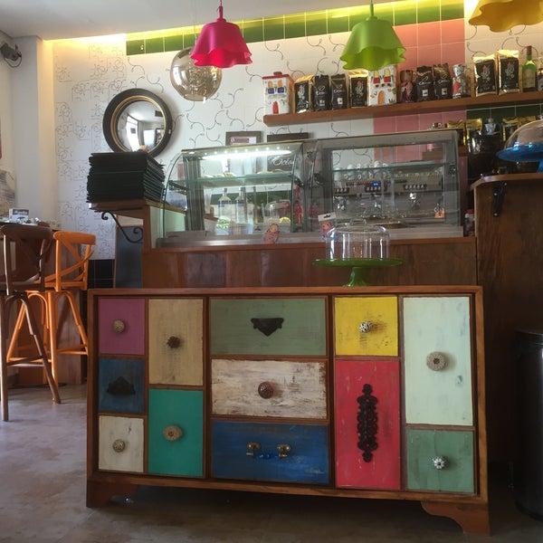 Foto tirada no(a) Florbela Café por Walter Arthur N. em 7/8/2016