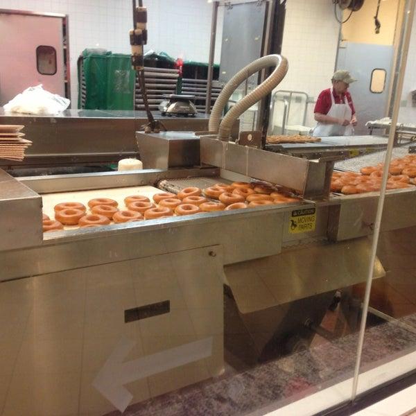 Photo taken at Krispy Kreme Doughnuts by Jose I. on 1/19/2013