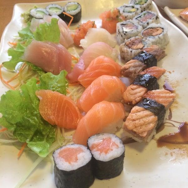Foto tirada no(a) Sushi Koba por Leandro C. em 5/30/2014