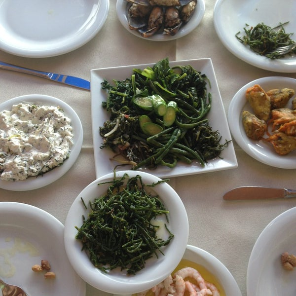 8/16/2013 tarihinde Pınar Ö.ziyaretçi tarafından Cunda Deniz Restaurant'de çekilen fotoğraf
