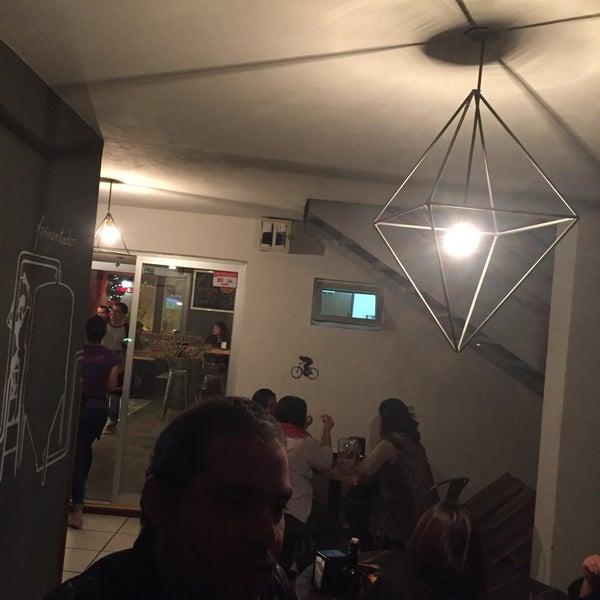Foto tomada en Cervecería 7B por Alexis A. el 11/22/2015