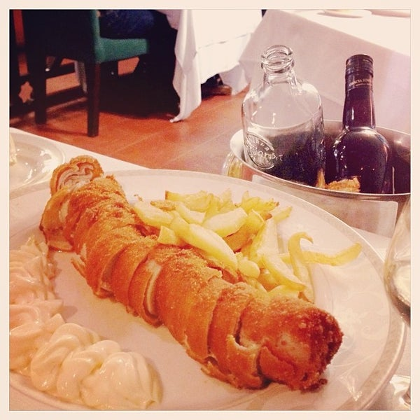 Photo taken at Restaurante El Caballo Rojo by Yuyu U. on 12/30/2013