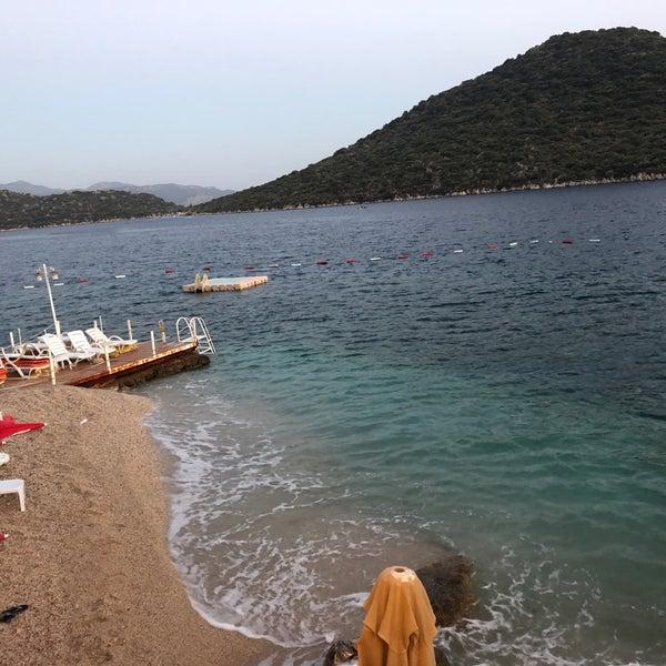 Das Foto wurde bei Olympos Mocamp Beach Club von Doğan G. am 7/18/2018 aufgenommen