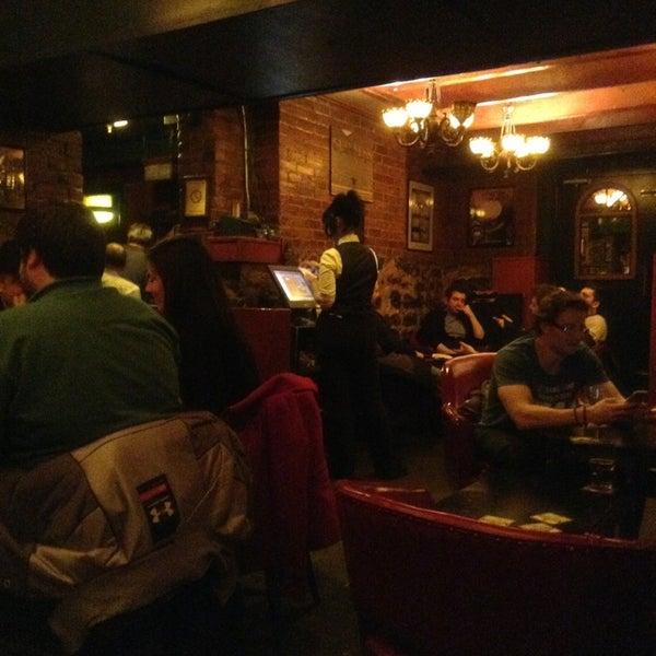 Foto tomada en Hurley's Irish Pub por Francis O. el 3/24/2013