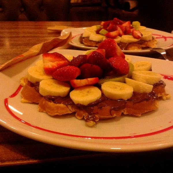 4/13/2013 tarihinde Görkem Ö.ziyaretçi tarafından Waffle Edem'de çekilen fotoğraf