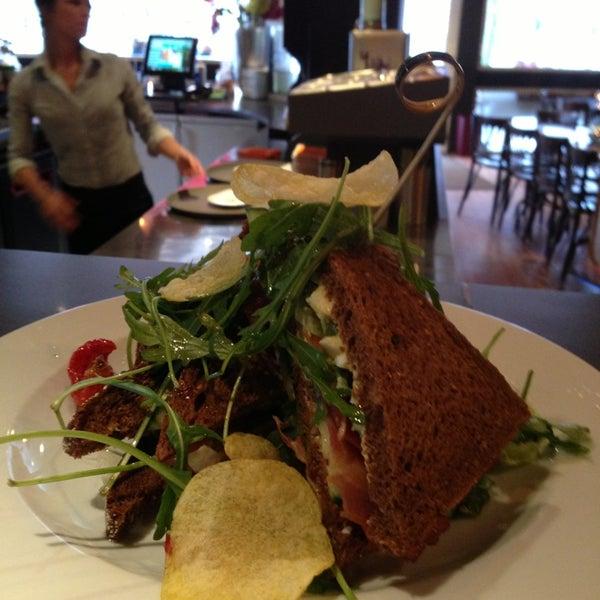 Foto scattata a Lunch-Café Le Provence da Jolie Y. il 1/23/2013