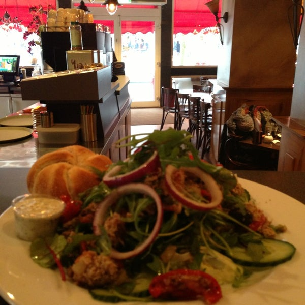 1/23/2013 tarihinde Jolie Y.ziyaretçi tarafından Lunch-Café Le Provence'de çekilen fotoğraf