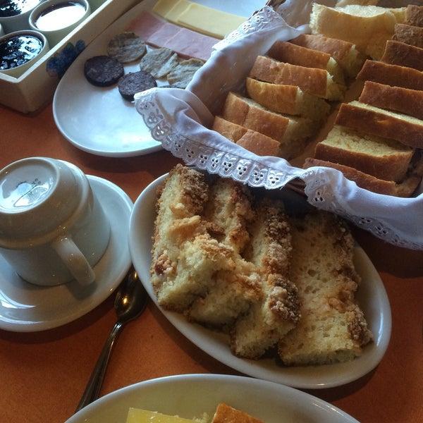 Foto tirada no(a) Café Colonial Walachay por sebastiao r. em 8/1/2015
