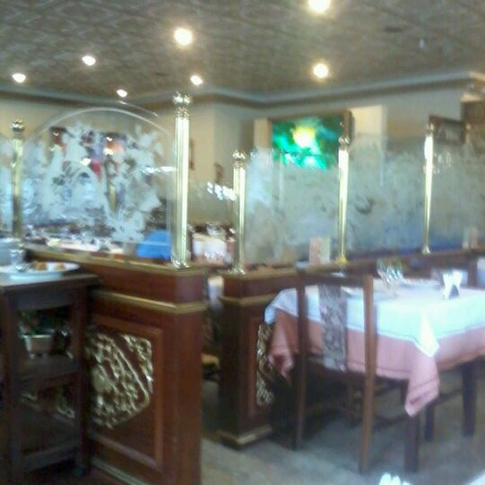 Foto tirada no(a) Golden Plaza Chinese Restaurant por Giovanna R. em 1/23/2013