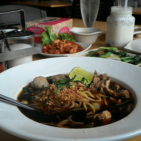 Photo taken at Malee Classic Seafood by Fattin M. on 9/20/2016