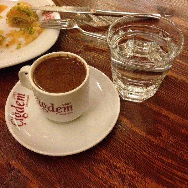 Photo prise au Çiğdem Pastanesi par Duygu le11/17/2013