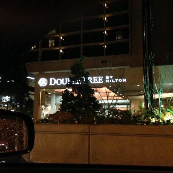 Photo taken at DoubleTree by Hilton Hotel Portland by Reno H. on 1/29/2013