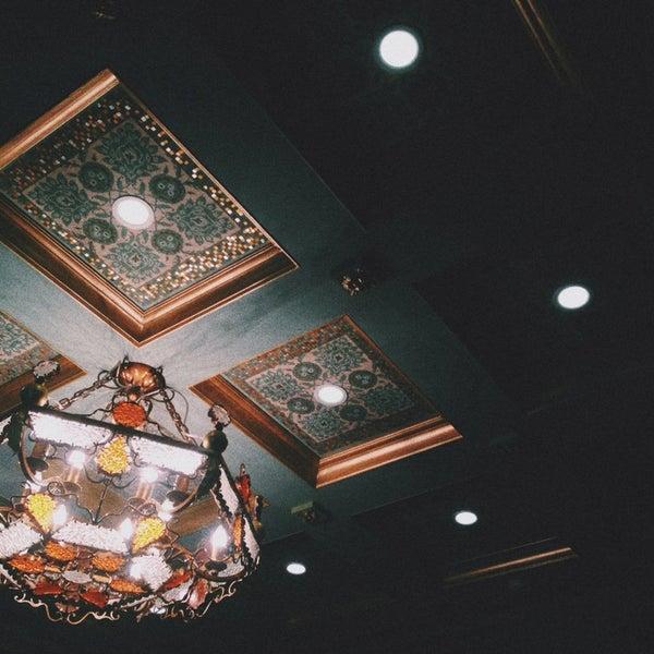 ресторан здорового питания, хозяева которого способны вдохновить на лечебное голодание. роскошный интерьер и богатейшее веганосыроедческое меню оправдывают относительно высокие цены. wi-fi: 93837538
