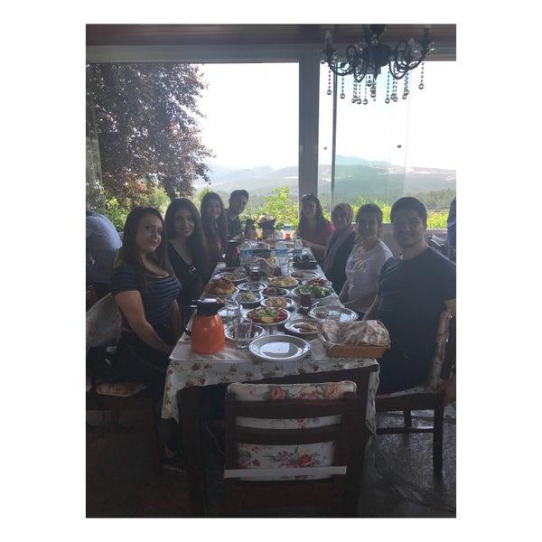 5/3/2018 tarihinde Selma Eva N.ziyaretçi tarafından Köyüm Bahçe Restaurant'de çekilen fotoğraf