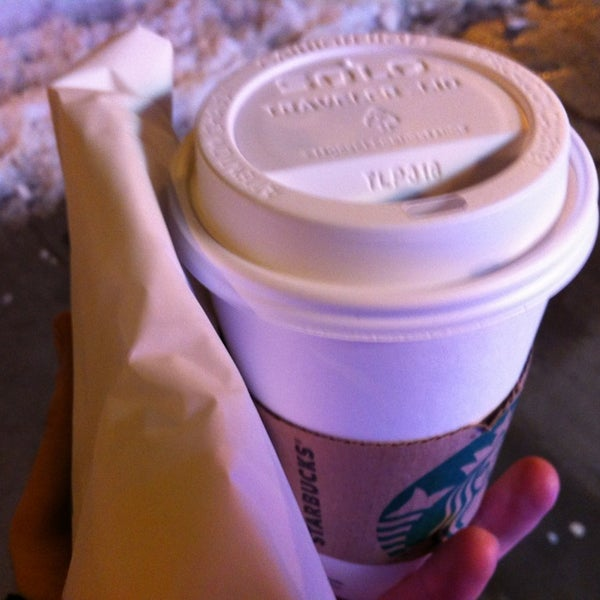 Photo taken at Starbucks by Richy L. on 2/11/2013