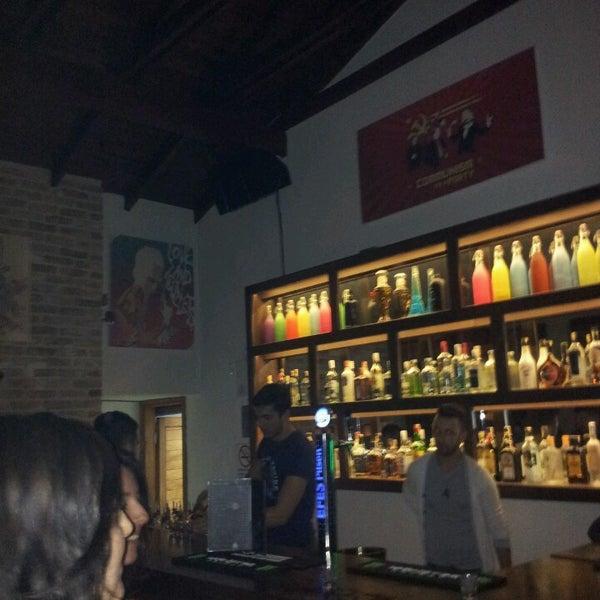 4/5/2013 tarihinde Pınar S.ziyaretçi tarafından Up Shot Bar'de çekilen fotoğraf