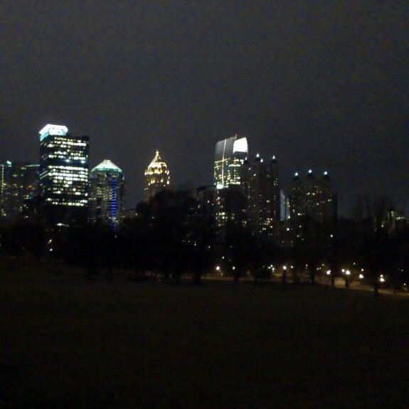 รูปภาพถ่ายที่ Piedmont Park โดย Wayne P. เมื่อ 3/9/2013