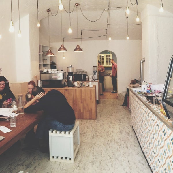Third Wave Coffee bar in its best form. Artisan baristas, eclectic bean imports, amazing cupcakes, brownies, and cakes. If you're vegan, they got you covered as well. Everything's also take-away fyi.
