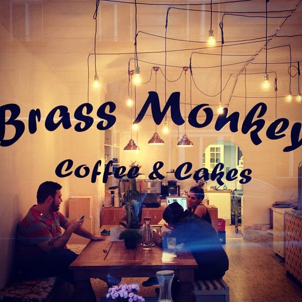 รูปภาพถ่ายที่ Brass Monkey โดย Apostolos P. เมื่อ 9/19/2013