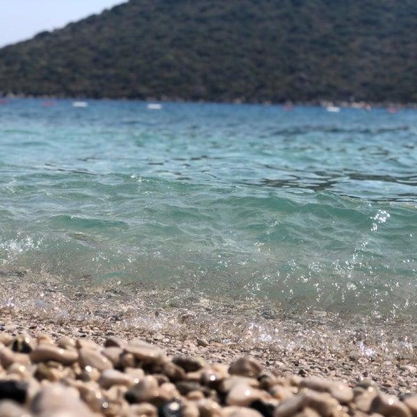 Das Foto wurde bei Olympos Mocamp Beach Club von Ahmet Emin K. am 8/27/2018 aufgenommen