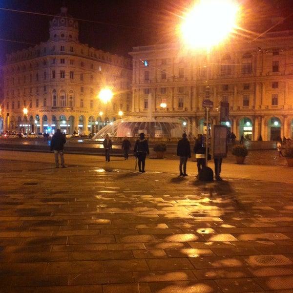 Foto scattata a Piazza de Ferrari da Kristoffer T. il 3/9/2013