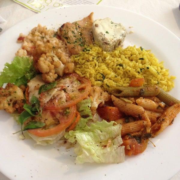 Foto tirada no(a) Limone Restaurante e Café por Caio B. em 6/22/2013