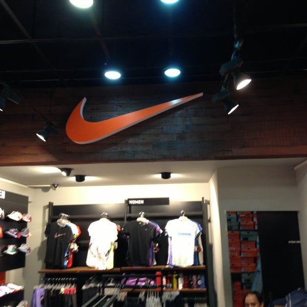 nike factory outlet men 39 s store in mumbai. Black Bedroom Furniture Sets. Home Design Ideas
