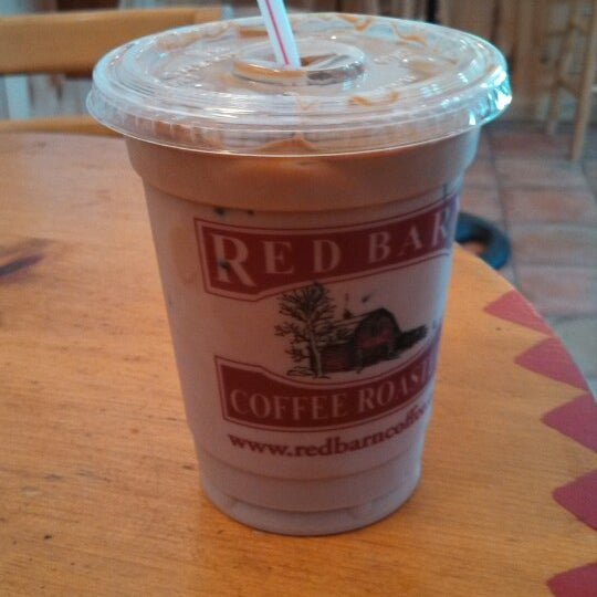 Foto tirada no(a) Red Barn Coffee At Angel's Cafe por Jeffrey D. em 8/3/2013