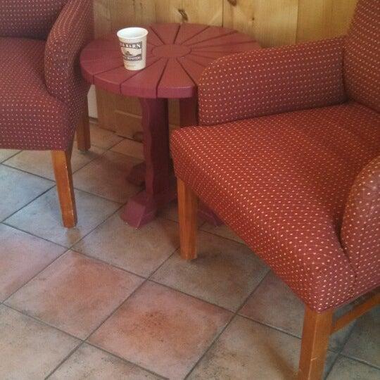 Foto tirada no(a) Red Barn Coffee At Angel's Cafe por Jeffrey D. em 12/20/2013