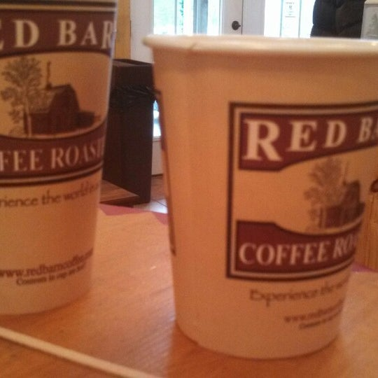 Foto tirada no(a) Red Barn Coffee At Angel's Cafe por Jeffrey D. em 12/13/2013