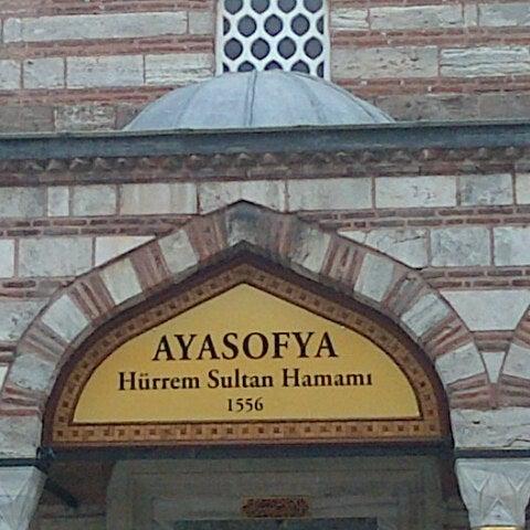 Das Foto wurde bei Ayasofya Hürrem Sultan Hamamı von Baskan34 M. am 4/11/2013 aufgenommen